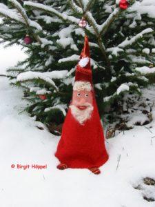 Großer Weihnachtsmann im Schnee 2015 co